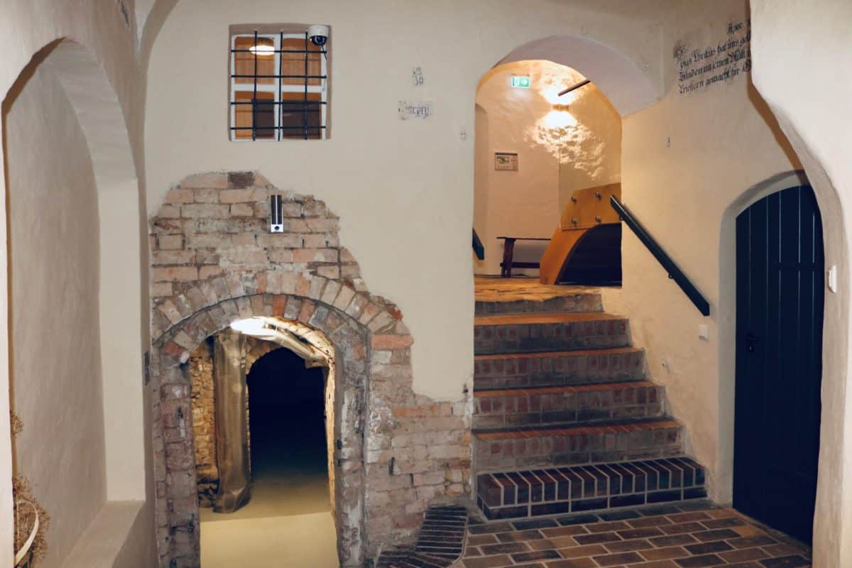 Markt 15 - hall with cellar entrance